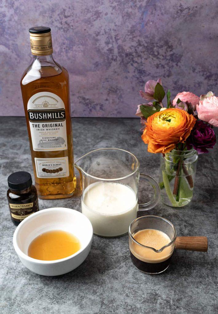 The ingredients to make Almande Baileys is vegan cream, whiskey, vanilla, almond milk and coffee.