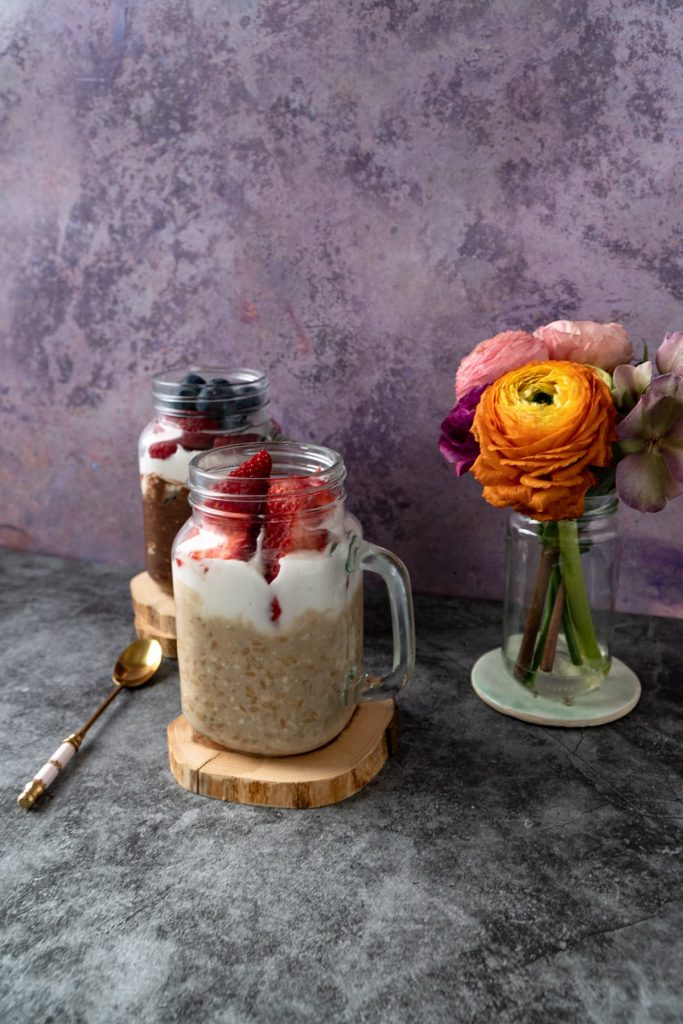 Coffee-overnight-oats-with-berries