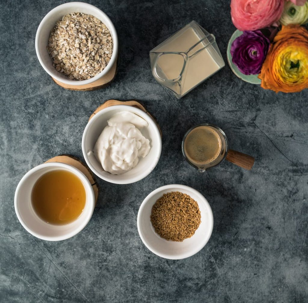 What you need for coffee overnight oats - oats, maple syrup. coconut yoghurt, flax seeds, coffee and plantbased milk.